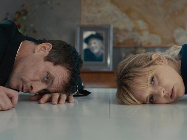 "Szenenbild aus ""Zwei im falschen Film"" | Bild: Farbfilm"