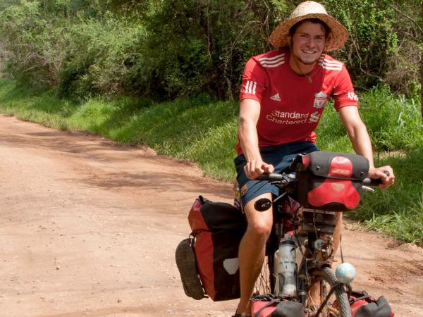 """Szenenbild aus """"Anderswo - Allein in Afrika""""   Bild: Barnsteiner"""