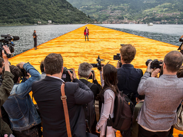 "Szenenbild aus ""Christo - Walking on Water"" 