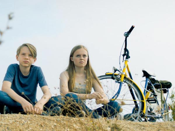 "Szenenbild aus ""Zu weit weg"" | Bild: Farbfilm"